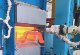 一汽四环冲压件公司三层保护气氛热处理炉机械手取料中